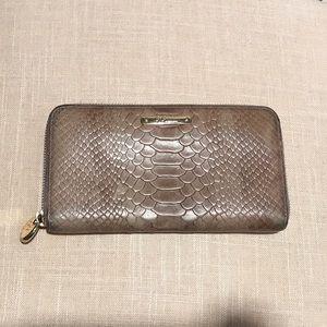 GiGi New York Large Zip Around Wallet